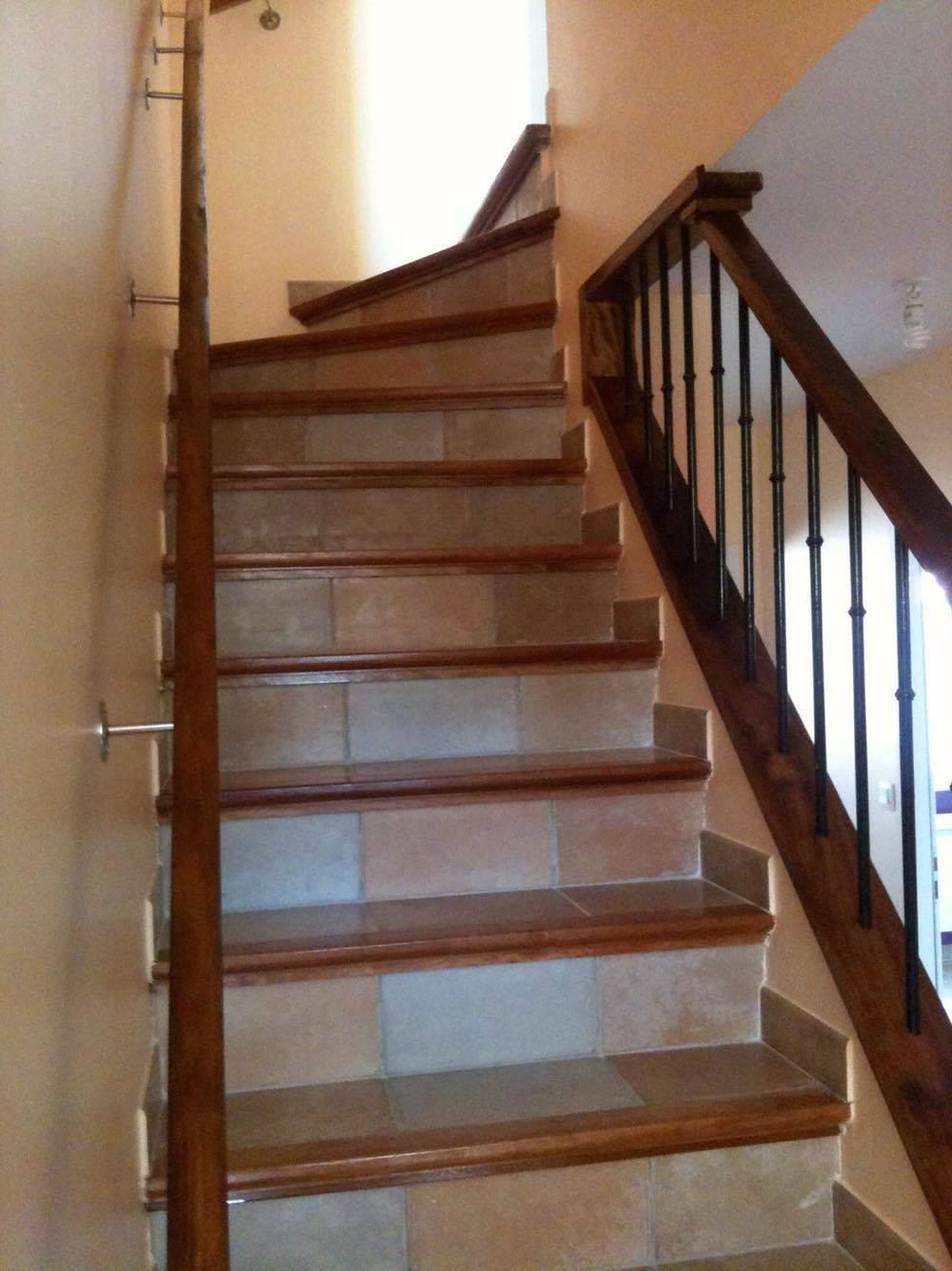fabrication et pose d 39 escalier en b ton carrel. Black Bedroom Furniture Sets. Home Design Ideas