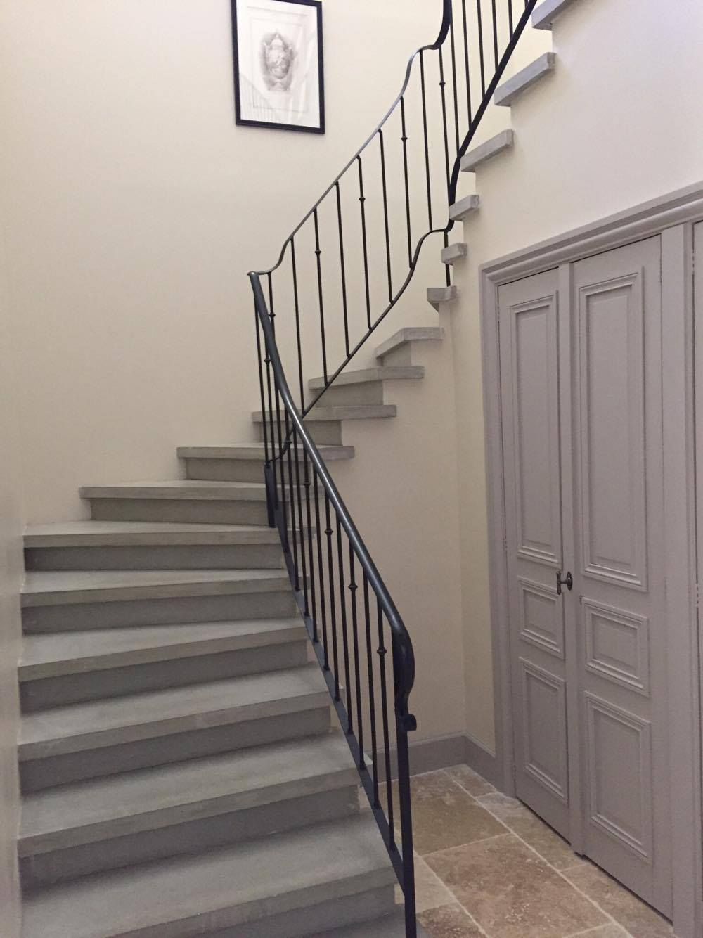 Escalier bois gris photos de conception de maison for Fabrication escalier beton exterieur