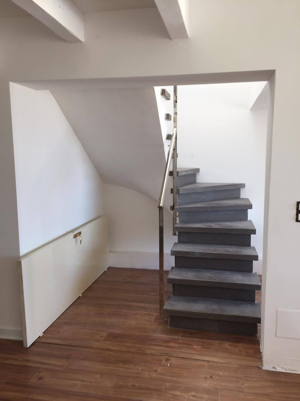 Fabrication et pose d 39 escalier en b ton teint for Fabrication escalier beton interieur