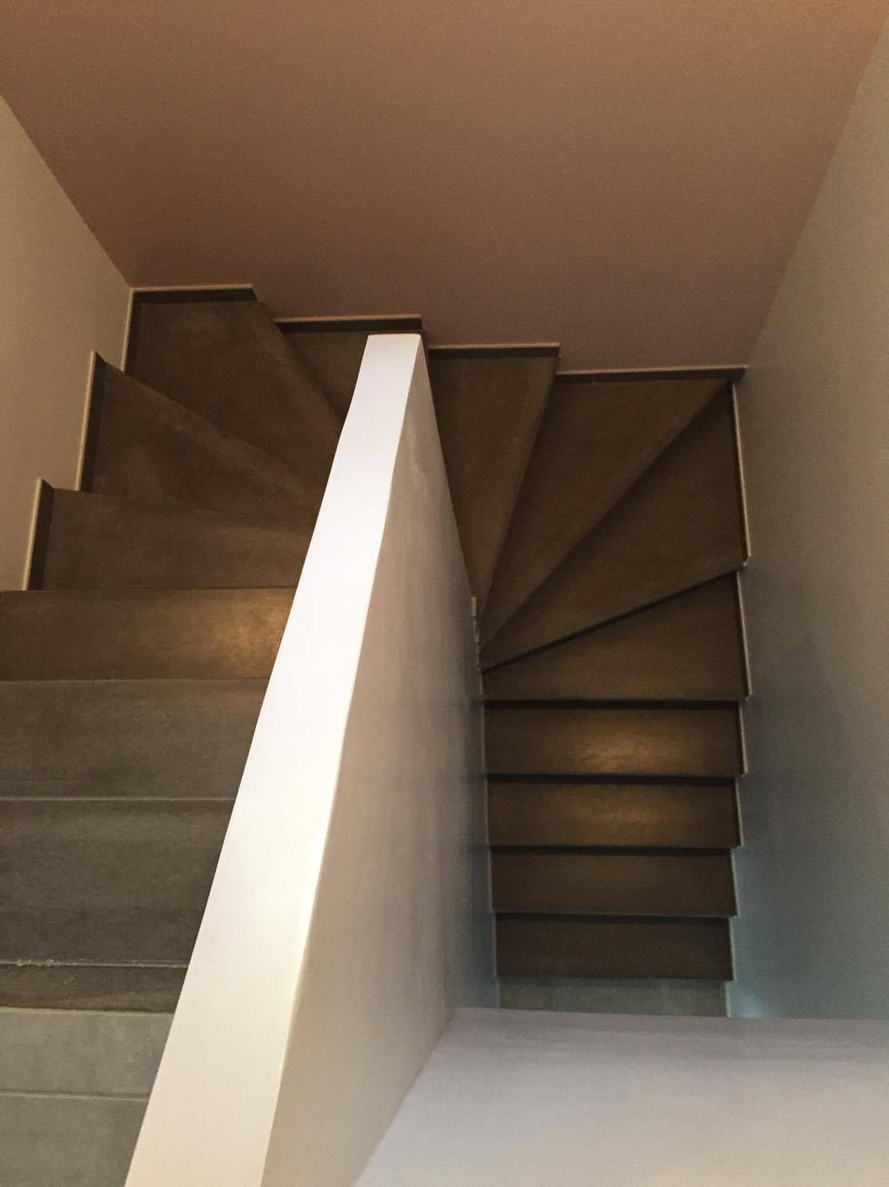 deco escalier beton  top free good beton cire sur escalier en bois exemple dhabillage descalier