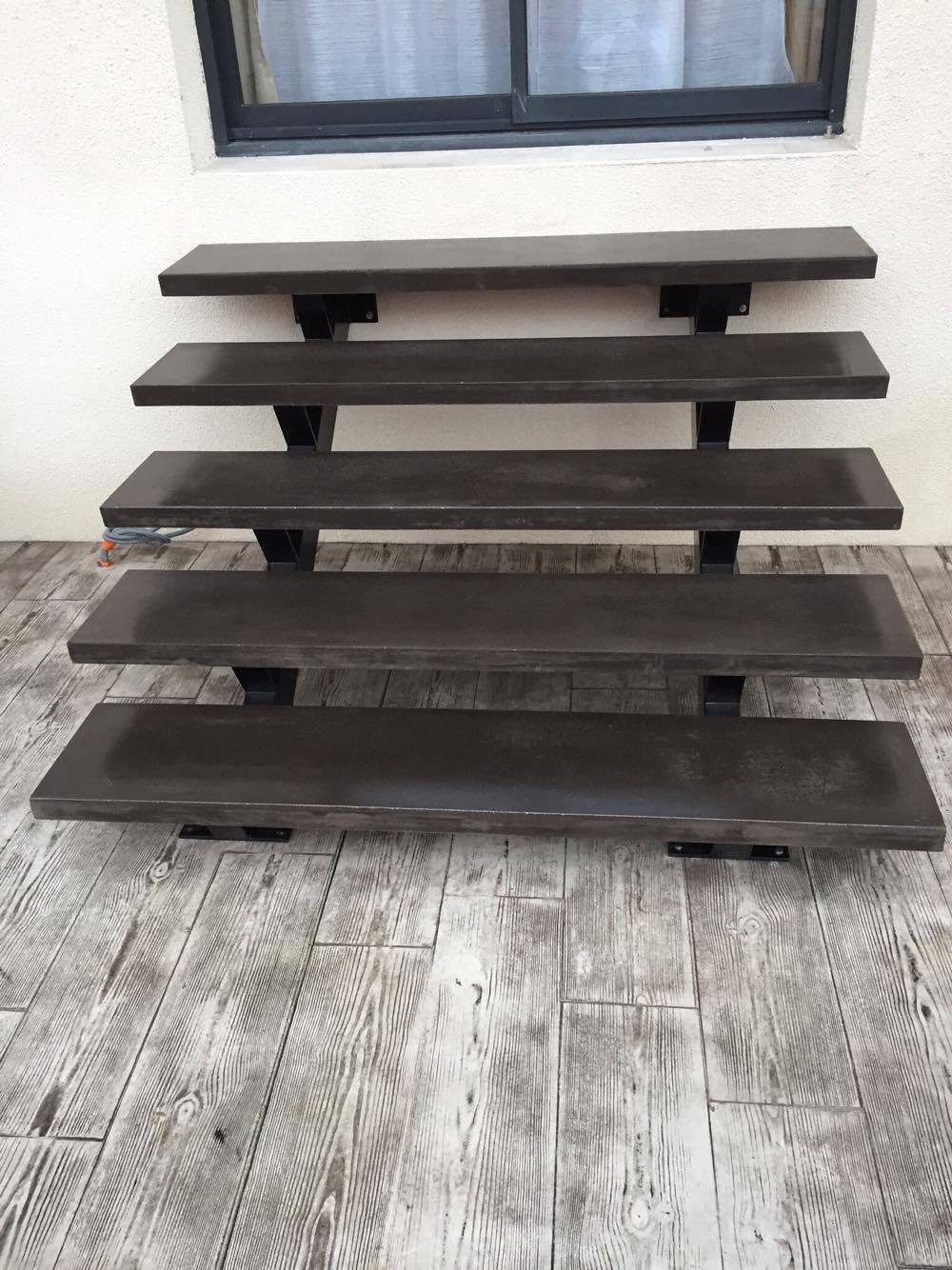 fabrication et pose d 39 escalier en b ton teint. Black Bedroom Furniture Sets. Home Design Ideas