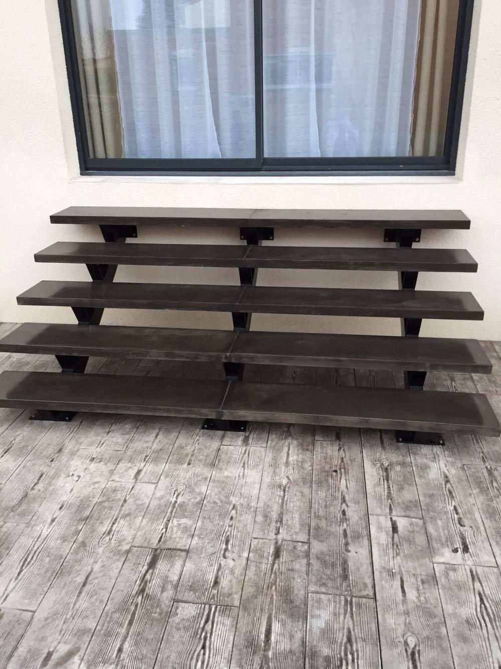 Fabrication et pose d 39 escalier en b ton teint for Fabrication escalier beton exterieur