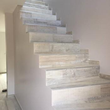 Escalier béton brut revêtu