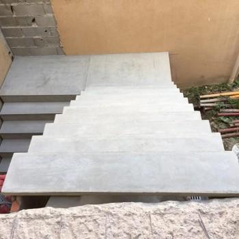 Escalier béton brut