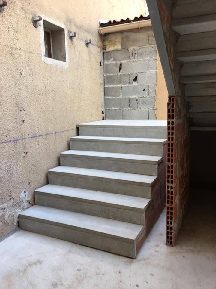 Fabrication Et Pose D Escalier Beton Brut A Carcassonne
