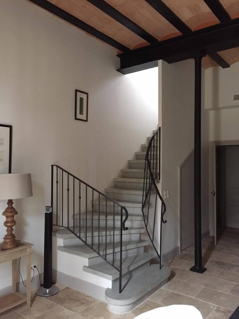 Fabrication Et Pose D Escalier En Beton Et En Bois A