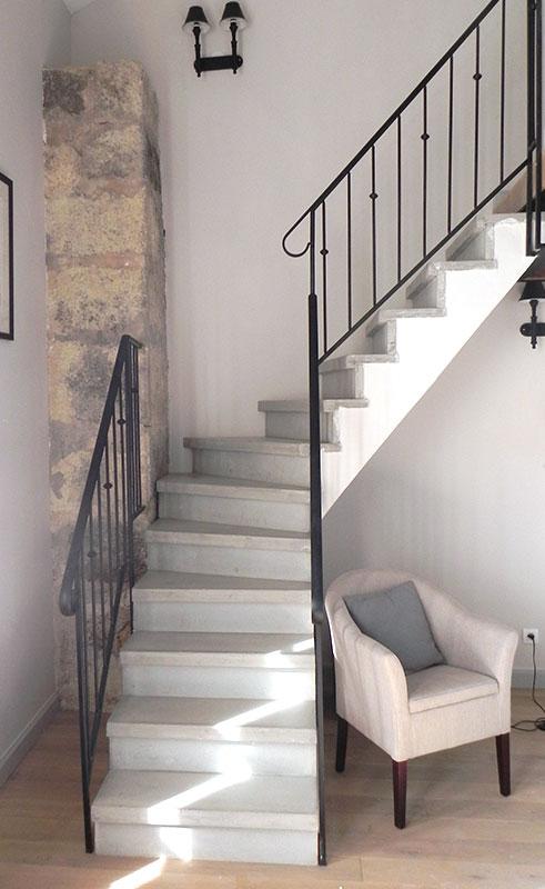 Escalier béton gris lissé