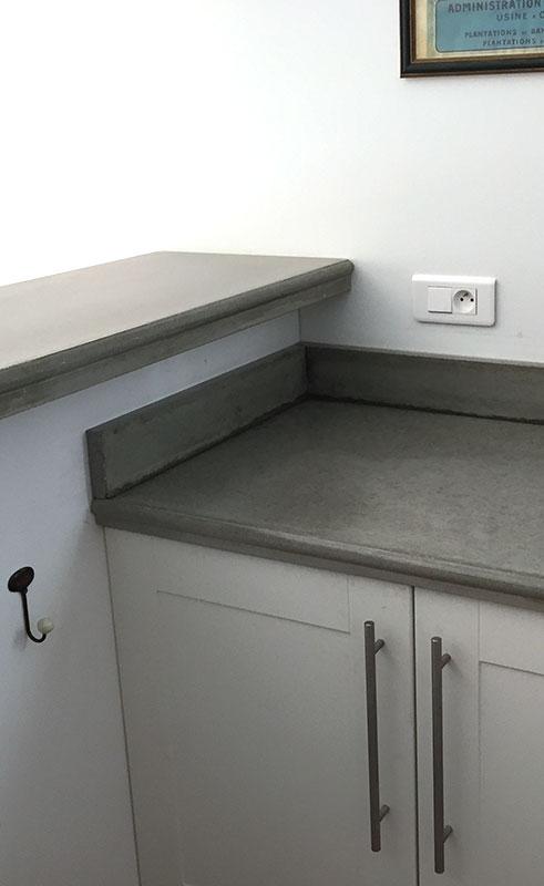 Les plans de cuisine en b ton la maison de l 39 escalier - Fabriquer un plan de travail en beton ...
